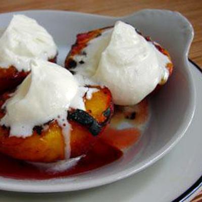 Gegrilde perziken met amaretto