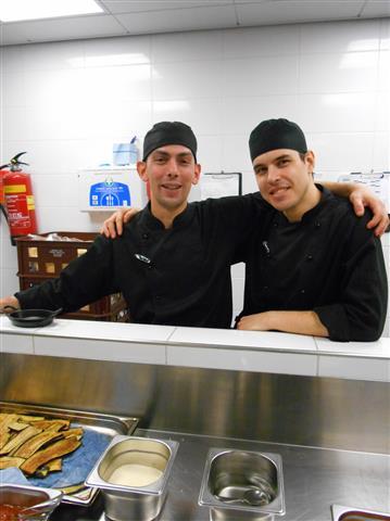 Chef Mattia Pedroni met zijn rechterhand.