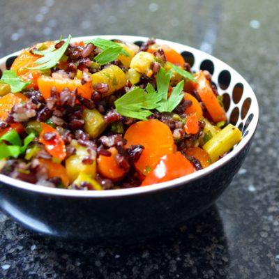 Salade met zwarte rijst