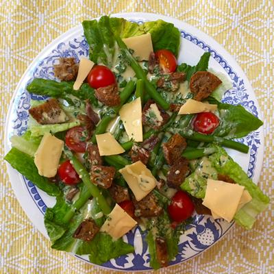 Caesar salade met sperziebonen